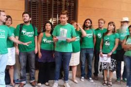 Podemos lee ante el Parlament un manifiesto contra la Lomce