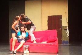 'La causa', tres personajes en caída libre en el Teatre del Mar