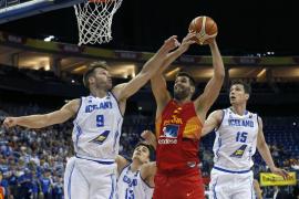 España cumple, pero gana sin brillantez