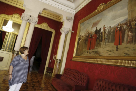 Huertas 'ficha' a músicos callejeros y saca cuadros de los despachos