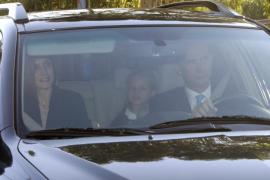 Los Reyes acompañan a la Princesa Leonor y su hermana el primer día de clase