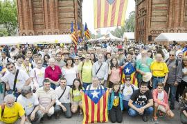 Numerosos mallorquines se suman a la celebración en las calles de Barcelona