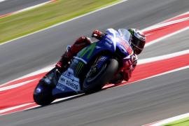 Lorenzo domina la tercera sesión a ritmo de récord