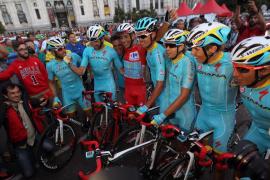 Aru celebra en Cibeles su primera grande, la Vuelta