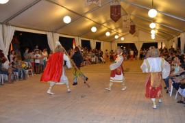 El tradicional baile 'dels Arcàngels i el Dimoni' da inicio a las fiestas de Calonge
