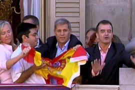 «Guerra de banderas» en el Ajuntament de Barcelona