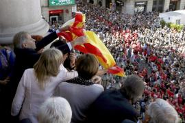 Fernández (PP): «Volvería a colgar la bandera de España mañana mismo»