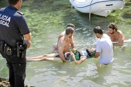 Complicado rescate de una turista que cayó al mar desde 25 metros en Cala Falcó