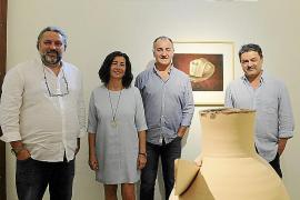 Una exposición aúna las cerámicas de Barceló y las fotos de Catany