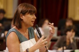Armengol dice que los pobres, parados y precarios tienen prioridad sobre los funcionarios