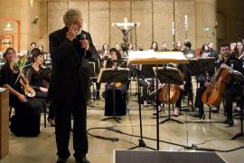 Plácido Domingo rinde tributo a su hermana fallecida en un multitudinario concierto