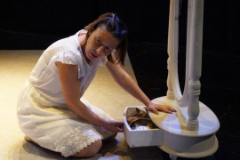 Xisca Bestard interpreta a 'Irène Némirovsky' en el Teatre de Lloseta