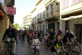 Multitudinaria Marxa ciclista en la primera Fira de Llucmajor