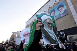 Enfrentamientos con la policía en el funeral del ayatolá iraní disidente