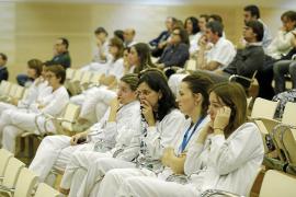 El personal sanitario acusa de demagogia a Armengol, «jefa de un gobierno Robin Hood»