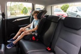 Los menores que midan hasta 1,35 metros ya no podrán  viajar en el asiento delantero