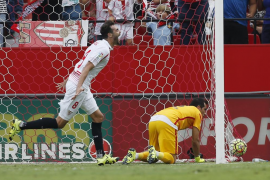 Un redimido Sevilla se aprovecha de un Barcelona sin acierto