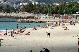 Una fuga de aguas residuales provoca el cierre al baño de la platja de Can Pere Antoni