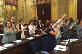 El Parlament deroga la Llei de Símbols con la espantada de los populares