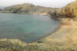 Más de 100 kilos de chapapote han llegado a la costa norte de Menorca