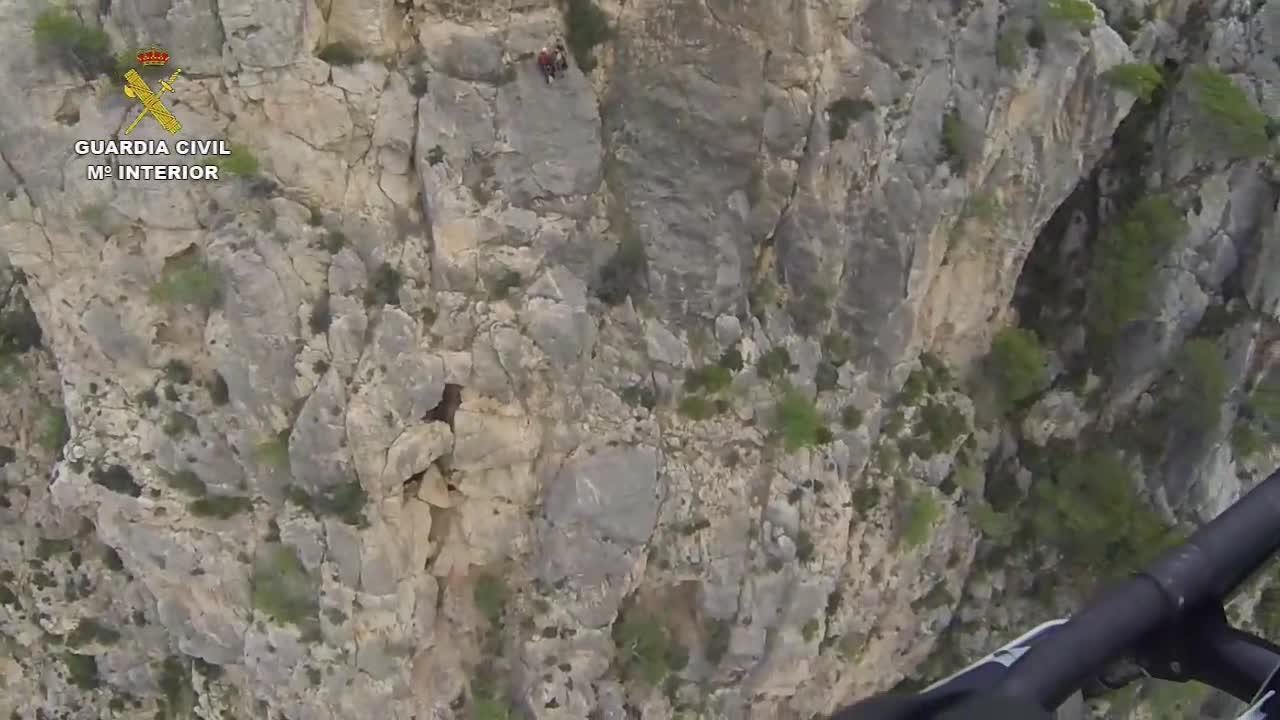 Rescatado un senderista atrapado a 80 metros de altura en La Trapa