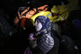 Hallado muerto un bebé de doce meses en una lancha con refugiados en Lesbos