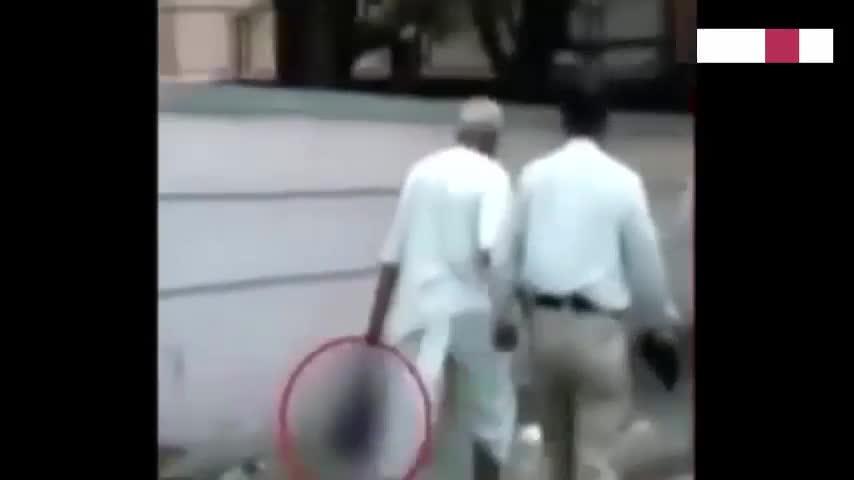 Decapita a su mujer y se pasea por la calle portando la cabeza