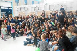 Los padres llevan a Educació una solución para evitar la nueva línea de Infantil