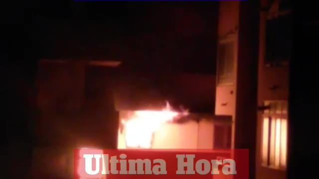 Dos heridos leves por inhalar humo en el incendio de un piso en Cala Rajada