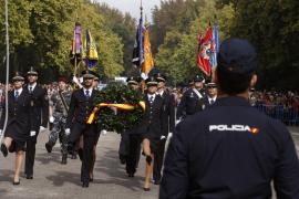 La Policía se une a Fiesta Nacional para escenificar su compromiso con España