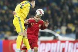 El debutante Mario Gaspar marca el único gol de la victoria de España ante Ucrania