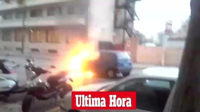 Los bomberos apagan un coche en llamas en es Fortí