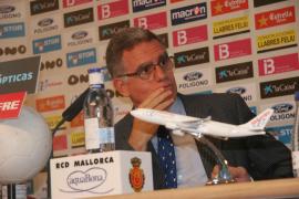 Josep Pons desmiente  que vaya a dimitir por una acusación de acoso mientras era embajador
