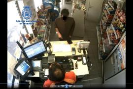 Detenido un atracador tras dar un tirón, desde su coche, a un trabajador de una gasolinera