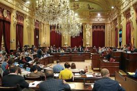 El Parlament acuerda cambiar el sistema de retribuciones