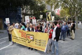 Medio centenar de personas se manifiestan contra los TTPI