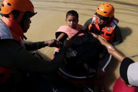 El tifón Koppu deja al menos 35 muertos a su paso por Filipinas