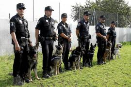 Hospitalizada una policía local de Palma tras ser mordida por su perro adiestrado