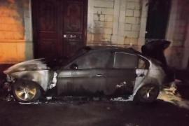 Piden casi 7 años de cárcel para el  joven que quemó el coche del alcalde de Sóller