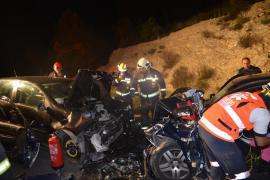 Dos heridos, uno grave, al colisionar dos coches en la carretera de Andratx