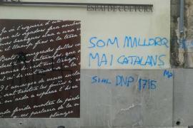 La CUP califica de «fascistas» las pintadas en la fachada de Can Alcover