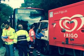 Un autocar y un camión chocan en la carretera de Valldemossa a Deià