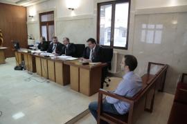 La Fiscalía solicita 15 meses de cárcel para el joven que quemó el coche del alcalde de Sóller