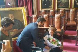 Cort homenajea a Luisa Tous con motivo de su 105 aniversario
