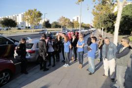 Los profesores de autoescuela se manifiestan en protesta por los retrasos en los exámenes