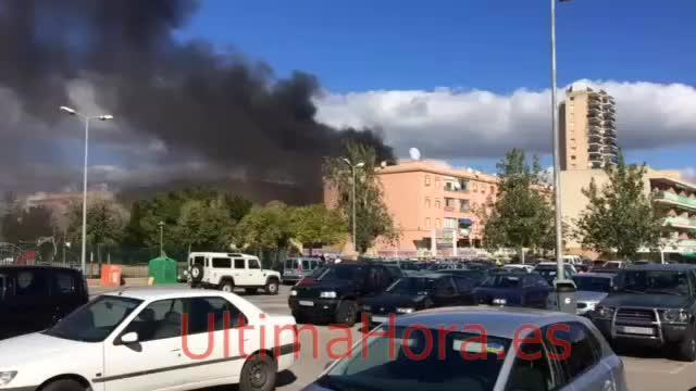 Evacuados los vecinos de un edificio en Magaluf por un incendio
