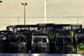 Ocho autobuses quemados en Bizkaia en un sabotaje de «apoyo» a presos de ETA