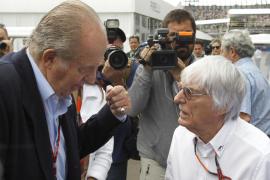 El rey Juan Carlos: «Alonso me ha dicho que no tiene motor»