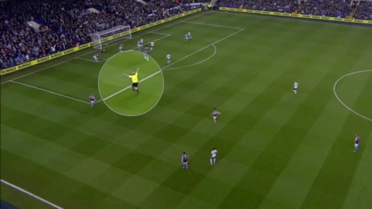El árbitro inglés que 'celebra' los goles del Tottenham