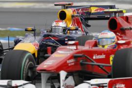 Vettel le arrebata la pole a Alonso por tan solo dos milésimas